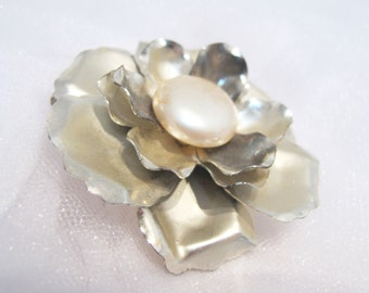 Nostalgic Peal No.56 - Refurbished Vintage Brooch with Shimmering Pearl Center - bridal, special occasion