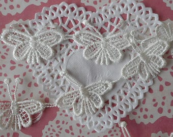 Lace asymetrical white butterflies polyester for customization or decoration 4,50 cm wide (for 8 butterflies).