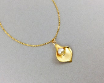 Pearl Necklace Cala Lily Necklace With White Freshwater Pearls
