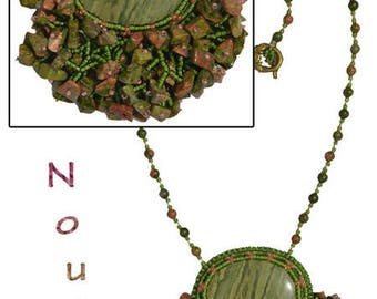 """Party"", embroidered pendant necklace with garry green cabochon"