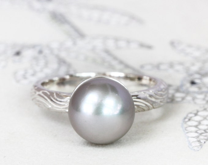Freshwater pearl ring -  june birthstone - wave engraved details