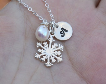 Snowflake necklace,initial necklace,custom birthstone necklace,Personalized jewelry,Winter wedding,wedding bridal jewelry,bridesmaid gift