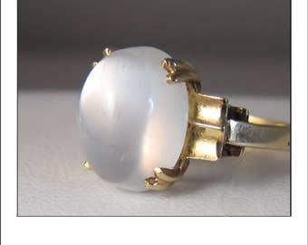 Vintage 14k gorgeous Large Luminous Moonstone Ring