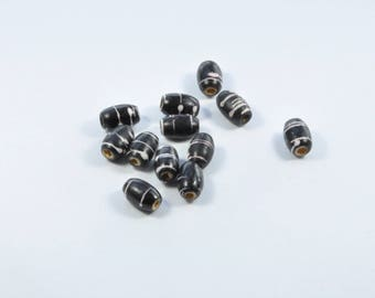 PE254 - Set of 12 black and white wooden beads