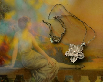 Vintage Beautiful Silver Flower Filigree Necklace