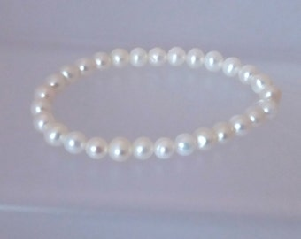 Real Freshwater Pearl Stretchy Bracelet white 5mm Near Round Pearls