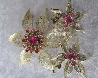 Demi Parure/Vintage 1967 Sarah Coventry Fashion Flower pink rhinestone and gold flower earrings and brooch set