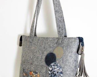 Handbag in grey wool felt, to wear on the shoulder window Pebble, unique, made in France.