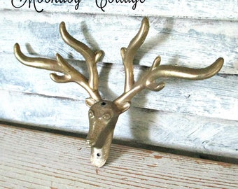 ViNTaGe DeeR with ANTLeRS HaRDWaRe