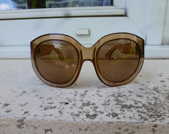 vintage woman sunglasses