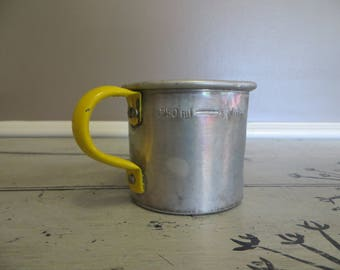 Vintage Aluminum Measuring Cup Litre Measuring Cup Yellow Kitchen Rustic Yellow Utensils