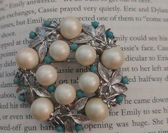 Sarah Coventry Pearl Wreath Brooch