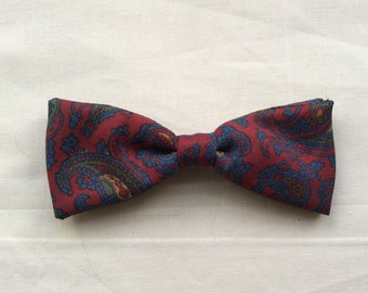 Vintage 40s 50s clip on bow tie, Red paisley, traditional butterfly back bow tie.