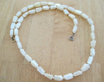 Vintage costume jewelry  / mother of pearl necklace