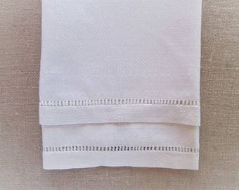Vintage Bath Towel Huck Linens Antique Guest Towel Bed and Bathroom Shabby Cottage Chic Decor Woven White Textiles Drawnwork Vintage Linens