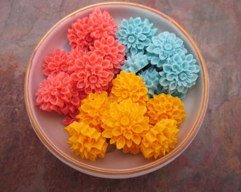 6 PC Mixed Shades of Lovely Lucite Flower Cabochons