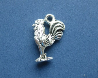 5 Rooster Charms - Rooster Pendants - Animal Charms - Antique Silver - 12mm x 17mm -- (Q6-10794)