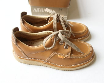 French vintage 60/70's / kids / boys / shoes / light brown leather / new old stock / size 34 ( EU ) / 3 ( US )