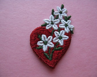 daisy heart patch 1970s embroidered red heart flower appliqué vintage jacket patch trim new old stock