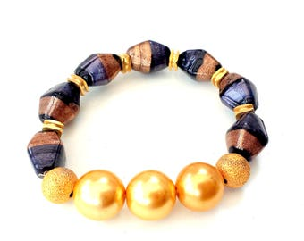 Murano glass, faux pearls and gold details, stretch bracelet