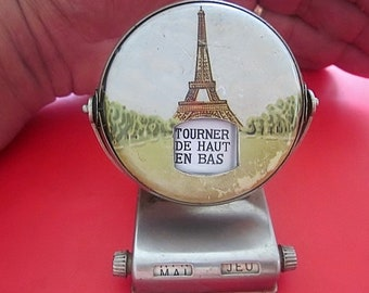 Vintage French perpetual desk calendar from PARIS France. It has a lovely picture of a Tour Eiffel