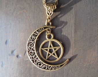 Wicca pendant, quarter moon chain, moon and pentagram, wicca chain, mage jewel, sorcery pendant, larp pendant, gothic pendant
