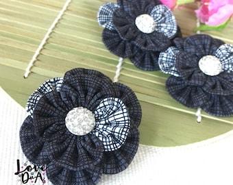 Tem - schwarz - Blumen - Brosche - Monochrom - handgefertigt - von Hand genäht - Pin - alle Gelegenheit