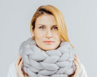 Woolnia Super chunky infinite scarf.Cowl.Snood.Chunky scarf.Big yarn scarf.Merino wool.Hand knit scarf.Gift for women.Infinite scarf.Winter