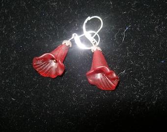 Boucles d'oreilles fleur de Lys rouge, sculptés au sol en verre simple, timide non etsyBead, OlympiaEtsy, paganteam, SupportingArtists, GTGEU