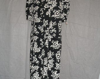 On Sale 1980's Day Dress Short Sleeves in Black and White Floral Print