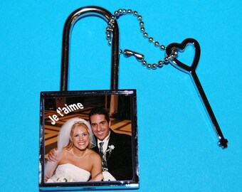 Square shape padlock photo and text