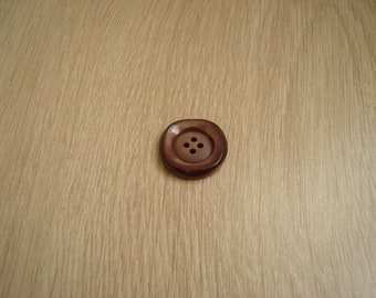 round Brown and square buttons