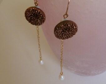 Vintage Gold Earrings. Gold Dangle Earrings. Delicate Drop Earrings. Gold Chain Earrings. Seed Pearl Jewellery. Vintage jewelry