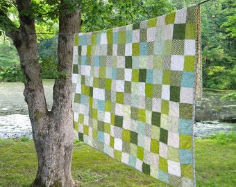 Kingsize quilt, Patchwork cotton blanket, Spring Green scrappy bedding, picnic throw 93 X 106 Unique gift for Graduation, College Dorm