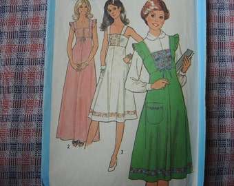 vintage 1970s Simplicity sewing pattern 8436 junior dress in two lengths and jumper