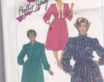 Simplicity 7053 Vintage Pattern Womens Pull On Dress with Bodice Variations  SIze 14 1/2