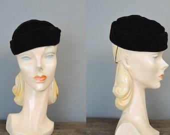 Vintage Black Velvet Hat, 1940s 1950s Tilt Topper Hat with Elastic Strap