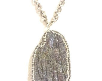 pendant necklace with rhinestoned geode on steel chain