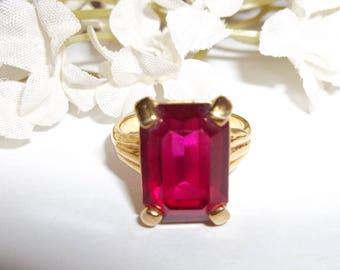 Vintage Ring Size US 6 1/4 6.25 Costume Jewelry Red Garnet and Gold Band Square Shape Fashion Woman Girl Ladies Funky Dressy Her wvluckygirl