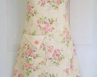 Floral Apron, Women's Apron, Cottage Chic, Retro Apron, Vintage Style, Cottage Roses, KitschNStyle