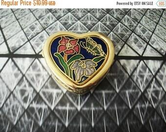 ON SALE Vintage 1960s Gold Tone Cloisonne Heart Design Pill Box 91217