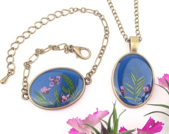Blue jewelry set, Blue necklace set, Resin bracelet and necklace, Pressed flowers gift, Plants jewelry, Green leaf necklace, Gift for grams
