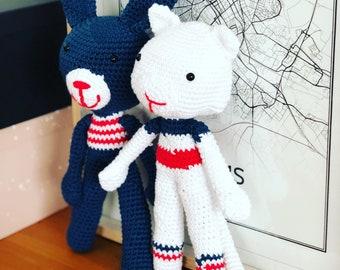 Crochet white cat
