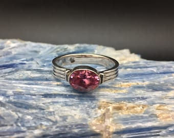 Pink Quartz Ring // 925 Sterling Silver // Ribbed Oval Setting // Size 8