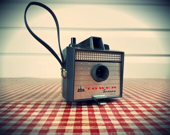 """Vintage Gray 1960s Tower """"Snappy"""" Camera by Imperial , Ready to Shoot ..."""