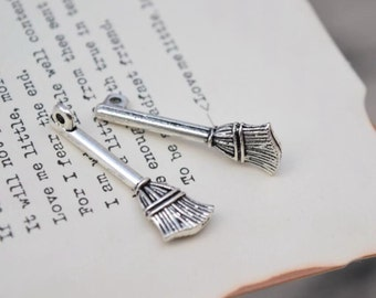 10 antique silver broom charms household charm pendant pendants  (L01)