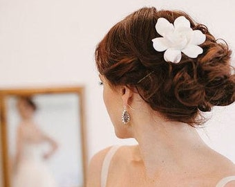 Bridal Hair flower Gardenia. Bridal Flower hair clip. Wedding Hair flowers. Bridal hair clip. Hair clay flower. Bridal hair accessory