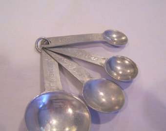 Vintage measuring spoons, c. 1940s, full set