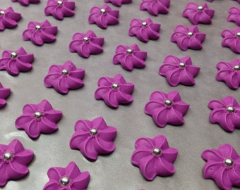 Royal icing flowers