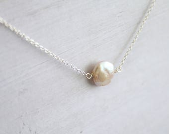 Tiny coin pearl necklace, Coin pearl, gifts for her, bridesmaid gifts, minimalist jewelry, modern choker, single pearl necklace, floating